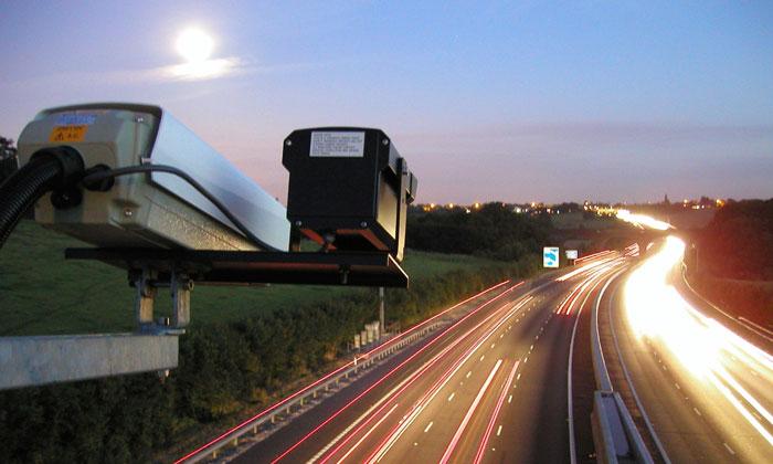 Пересечение двойной сплошной: каков размер штрафа грозит автолюбителю за наезд на непрерывную линию разметки, какое наказание предусмотрено в ПДД?