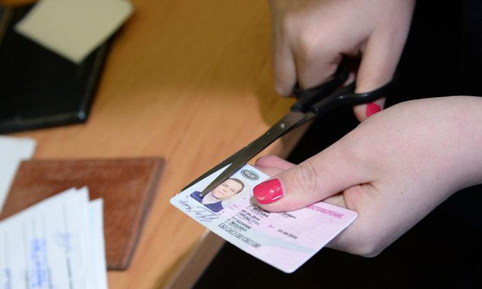 Приставы лишают водительских прав за долги